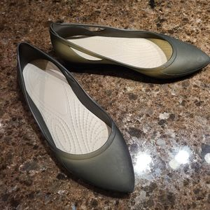 Crocs size 8 W pointed flats